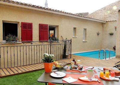 Eden Roque, maison d'hôtes en Provence - Le patio et la piscine
